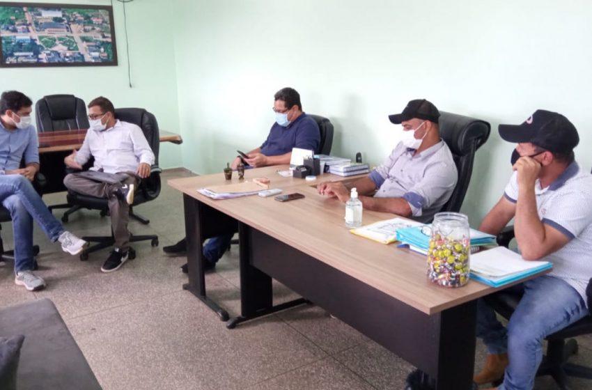 GOV. JORGE TEIXEIRA-No início da tarde desta Terça-feira, o prefeito Gilmar Tomaz esteve em Theobroma, em visita oficial ao Prefeito Gilliard e ao Deputado Federal Expedito Neto.