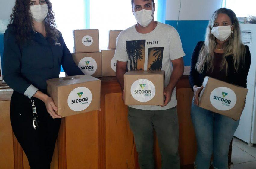 GOV. JORGE TEIXEIRA- Sicoob Centro doa materiais que vão auxiliar no enfrentamento a Covid 19 para a secretaria de Saúde.